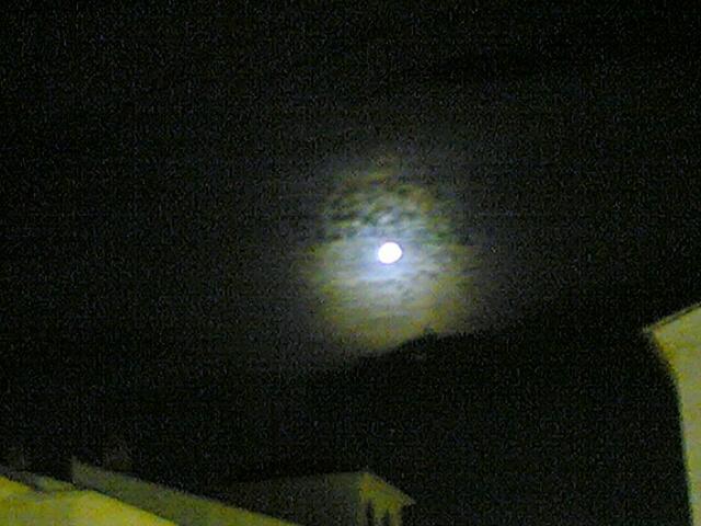 Luna sobre Granada
