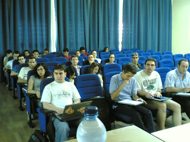 Mesa redonda sobre SL y Universidad